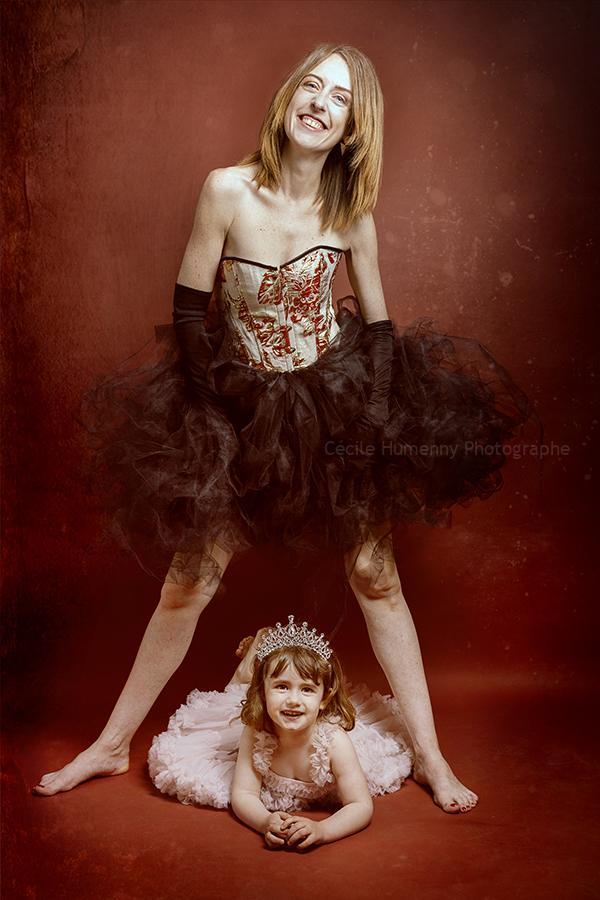 portrait-famille-mere-fille-cecile-humenny-photographe-studio-toulouse