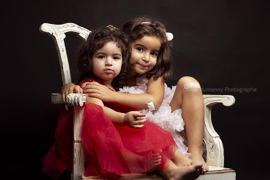 portrait-enfants-soeurs-cecile-humenny-photographe-studio