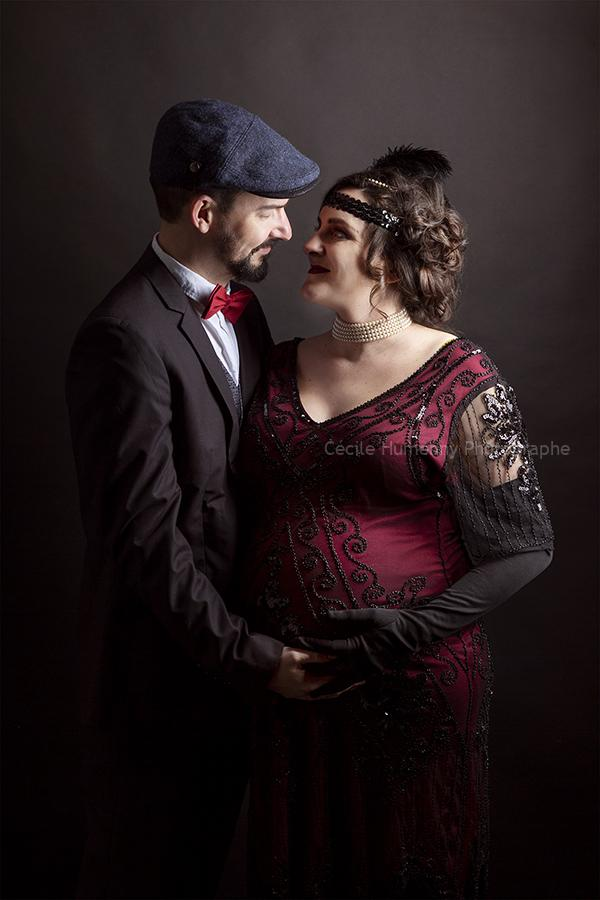 portrait-duo-couple-grossesse-costume-cecile-humenny-photographe-toulouse-studio