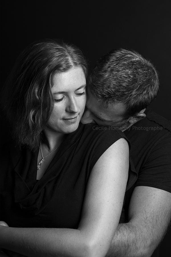photo-couple-studio-par-cecile-humenny-photographe-toulouse